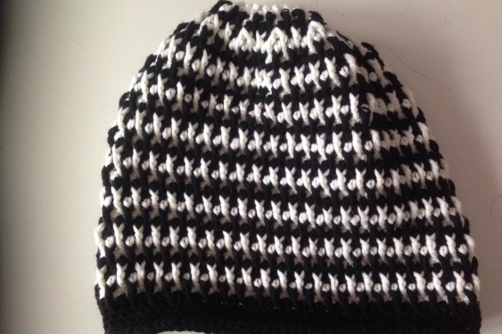 Beanie in schwarz-weiß - Mamas and More - Kreativblog